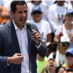 Venezuela: Guaidó cancela mitin este domingo tras acusar a Madurodel bloqueo de caminos