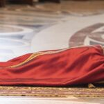 Viernes Santo: Predicador papal pide a religiones no ser indiferentes a la pobreza