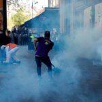 """Francia: Nueva jornada de violencia por protesta de los """"chalecos amarillos"""" (video)"""