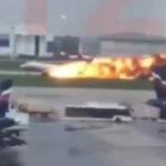 Rusia: Avión aterrizóenvuelto en llamas en aeropuerto, 13 muertos y 10 heridos (VIDEO)