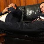 Encuentran a fujimorista Héctor Becerril durmiendo en oficina del Congreso