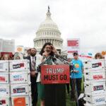 EEUU: Presentan más de 10 millones de firmas pidiendo al Congreso juicio político contra Trump