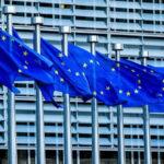 La CE pide no relajarse y no dejar las mascarillas y la distancia social