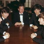 A subasta el primer contrato entre los Beatles y su agente Brian Epstein