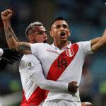 Perú goleó 3-0 a Chile y jugará la final por título de la Copa América