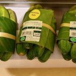 Supermercado sustituye bolsas de plástico con hojas de plátano (Fotos)