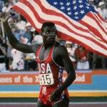 Carl Lewis: Exatleta olímpico entregará las medallas de 100 m y salto largo