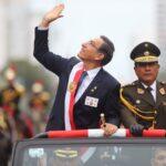 Fiestas Patrias: Vizcarra recibió baño de popularidad tras desfile (VIDEOS)