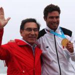 Martín Vizcarra premia a ganadores de histórica jornada del Surf