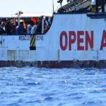 """Italia: La lenta agonía del """"Open Arms"""" concluye con orden de desembarco en Lampedusa"""