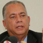 Contralor venezolano pide prohibir toda transacción financiera con Guaidó