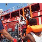Autorizan desembarcar en Italia a más de 80 migrantes del Ocean Viking