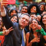 Alberto Fernández promete impulsar la legalización del aborto en Argentina