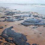 Manchas de petróleo en litoral brasileño alcanzan al estado de Río de Janeiro