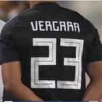 Celestes calentaron con camisetas negras con el nombre de Juan Pablo Vergara