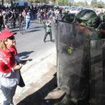 Chile: Atropello de joven por carro policial en manifestación estremece al país