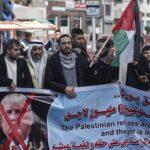 Miles de palestinos protestan en Gaza ante la presentación del plan de Trump