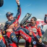 Sainz se proclama tricampeón del Dakar y Alonso cruza la meta en su debut