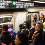 Nueva York prohibirá por ley que acosadores sexuales usen el metro y autobús