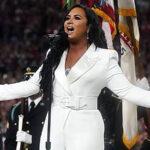 Super Bowl: Demi Lovato emociona al público en su canto del himno de EEUU (Video)