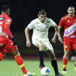 Universitario se mantiene invicto en la Liga 1 al vencer 2-1 a Sport Huancayo