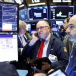 """Coronavirus lastrará """"algún tiempo"""" la economía global, dice líder de la Fed"""