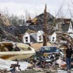 Decretan estado de emergencia en Tennessee: 24 muertes