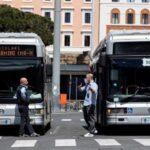 Italia registra más de 203.000 casos y 27.682 muertos, 323 el último día