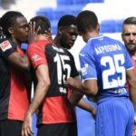 Jugador del Hertha Berlín rompe protocolo de higiene al besar a compañero