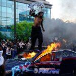 George Floyd: Manifestantes atacan local de cadena televisiva CNN (Videos)