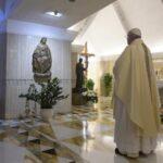 Papa pide que familias continúen la cuarentena en paz y con creatividad