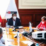 Vicente Zeballos presenta propuesta técnica de reubicación de comerciantes de La Parada