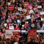 Trump cambia fecha de su primer mitin en meses por polémica racista