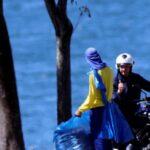 Jair Bolsonaro está infectado de COVID-19 pero se pasea en moto y sin mascarilla