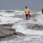 Hanna avanza como huracán a Texas y tormenta Gonzalo está rumbo a Trinidad