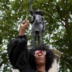 Estatua de manifestante negra sustituye al negrero Edward Colston en Bristol