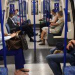 Contagios diarios en Reino Unido aumentan a 950 y se registran 49 muertes