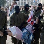 Decenas de detenidos en Minsk en las protestas de mujeres contra Lukashenko