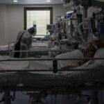COVID: España suma 27.856 nuevos casos desde el viernes y 195 fallecidos