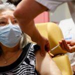 Covid-19: Mujer de 78 años, primera vacunada en Francia