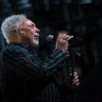 """Tom Jones publicará a los 80 años un nuevo disco: """"Surrounded By Time"""""""