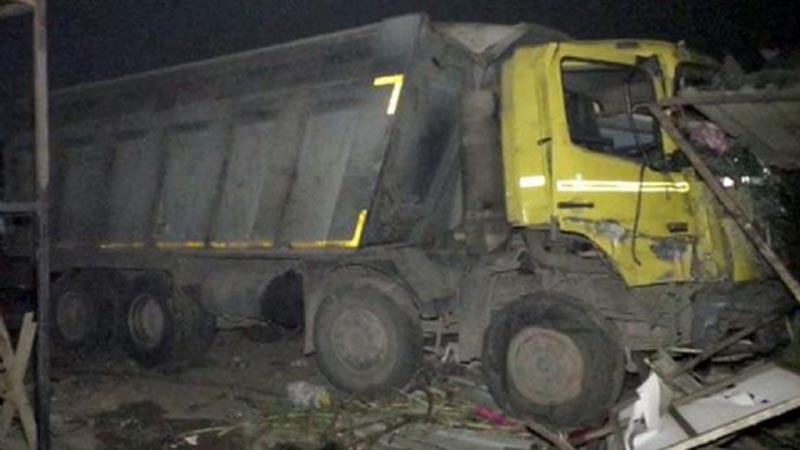 Al menos 15 personas fallecen tras ser arrolladas en carretera de India