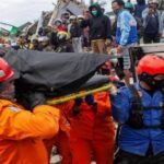 Indonesia: Suben a 73 los muertos del sismo en isla de Célebes (VIDEO)