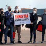 Independentistas catalanes salen de prisión  tras obtener la semilibertad