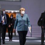 Merkel no descarta uso de vacunas china y rusa si la EMA las aprueba
