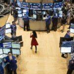 Wall Street abre en rojo y el Dow Jones baja un 0,89 %, centrado en la banca