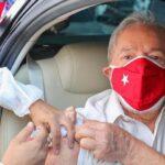 Lula recibe segunda dosis anticovid y pide a Bolsonaro escuchar a la ciencia