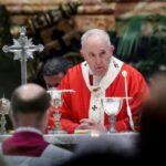 """Semana Santa: Papa preside """"vía crucis de los niños"""" en plaza vaticana desierta"""