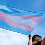 EEUU revierte política de Trump y restaura amparo sanitario para transgénero