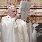 Papa Francisco limita celebración de misas en latín